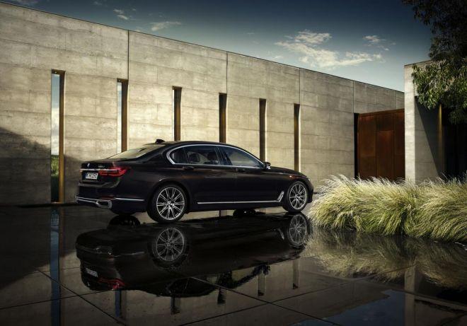 Πιο δυναμική, πιο σπορ και ακόμη πιο πολυτελής, η νέα BMW 7
