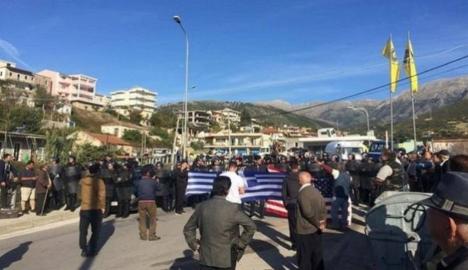 Στην Αθήνα ο Αλβανός ΥΠΕΞ εν μέσω αντιδράσεων για τις κατεδαφίσεις στη Χειμάρρα