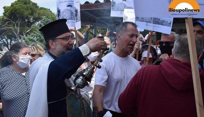 Ένταση στον Προφήτη Ηλία - Διαδηλωτές πιάστηκαν στα χέρια με πιστούς