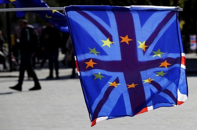 Οι σημαίες της Βρετανίας και της ΕΕ σε κινητοποίηση στο Λονδίνο