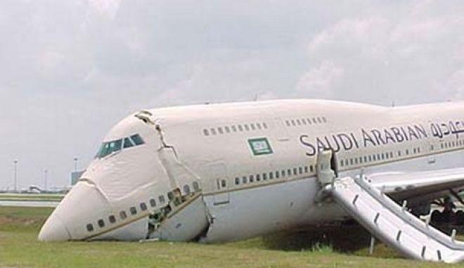 Αναγκαστική προσγείωση και 29 τραυματίες σε αεροπορικό ατύχημα