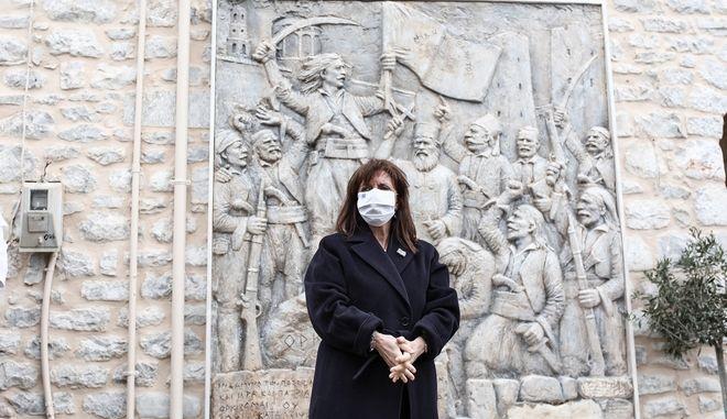 Στην Αρεόπολη η ΠτΔ Κατερίνα Σακελλαροπούλου για την επέτειο της έναρξης του απελευθερωτικού αγώνα