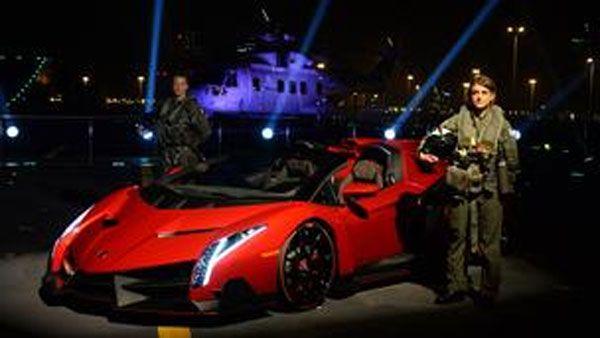 Η Lamborghini Veneno Roadster... απογειώθηκε από το αεροπλανοφόρο Cavour
