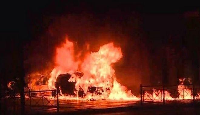 Κουκάκι-ντοκουμέντο: Η στιγμή της έκρηξης σε Ι.Χ. - Απεγκλωβισμός κατοίκων