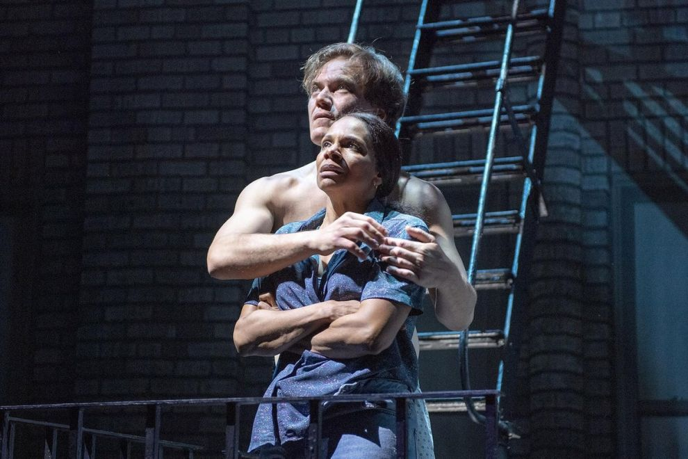 Το «Frankie and Johnny in the Clair de Lune» έγινε η πρώτη παράσταση του Broadway με intimacy coordinator την Claire Warden.
