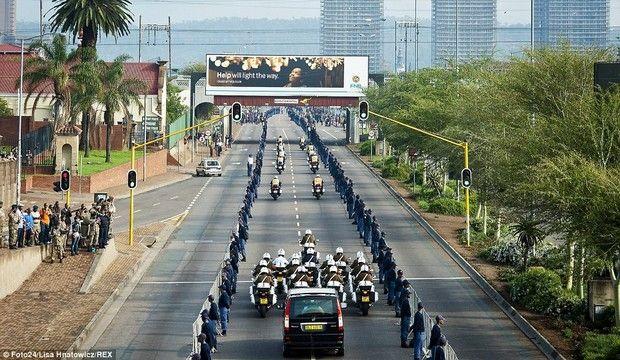 Σε λαϊκό προσκύνημα η σορός του Νέλσον Μαντέλα