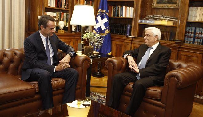 """Η ΝΔ ζητά από Παυλόπουλο να επαναφέρει στην συνταγματική """"τάξη"""" τον Τσίπρα"""