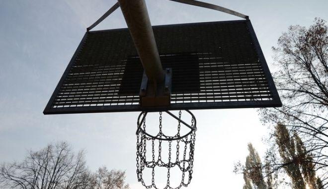 Υπό κράτηση δύο γιατροί για το θάνατο του 10χρονου μαθητή που έπαιζε μπάσκετ