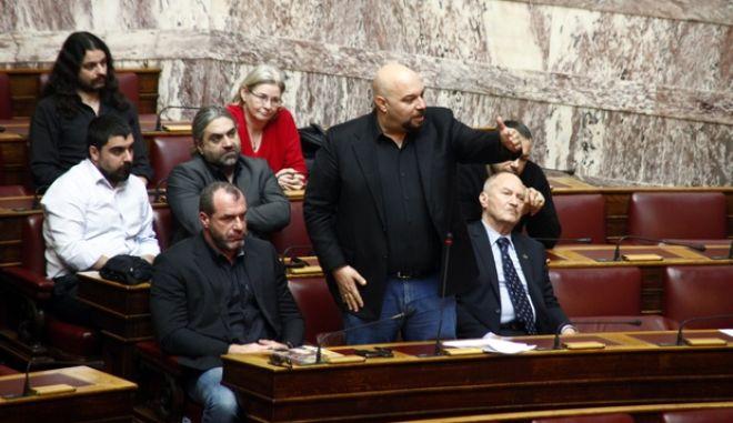 Αποχώρηση των βουλευτών της Χρυσής Αυγής από την αίθουσα της Ολομέλειας κατα την συζήτηση επίκαιρων ερωτήσεων την Παρασκευή 14 Φεβρουαρίου 2014. (EUROKINISSI/ΓΙΩΡΓΟΣ ΚΟΝΤΑΡΙΝΗΣ)
