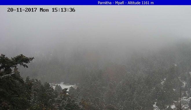 Έπεσαν τα πρώτα χιόνια στην Πάρνηθα