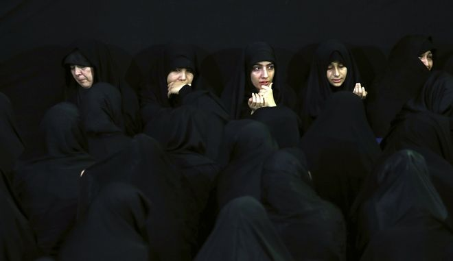 Μουσουλμάνες στο Ιράν φορώντας μαντίλες.