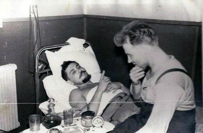 Μία εικόνα 1000 λέξεις: Ο γιατρός που χειρούργησε τον εαυτό του