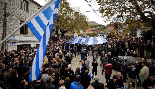 Στιγμιότυπο από την κηδεία του 35χρονου Κωνσταντίνου Κατσίφα στους Βουλιαράτες Αλβανίας