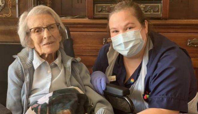 Κορονοϊός - Βρετανία: Μετά από δύο Παγκοσμίους Πολέμους, 106χρονη άντεξε και τον κορονοϊό