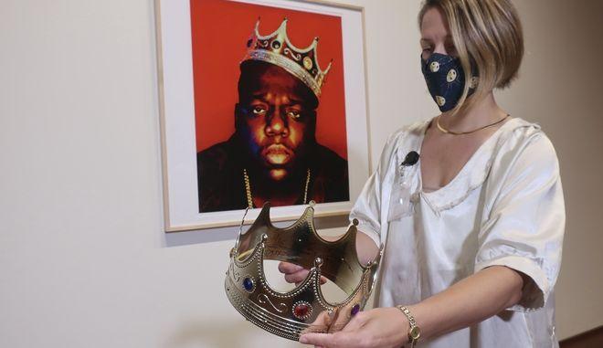 Το στέμμα που φόρεσε ο αείμνηστος ράπερ Notorious B.I.G. στη θρυλική φωτογράφιση K.O.N.Y. (King of New York) το 1997