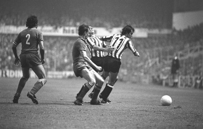 Ο Τσέτσου Ρόχο στον επαναληπτικό τελικό του Κυπέλλου UEFA ανάμεσα στην Αθλέτικ και τη Γιουβέντους (18/5/1977).
