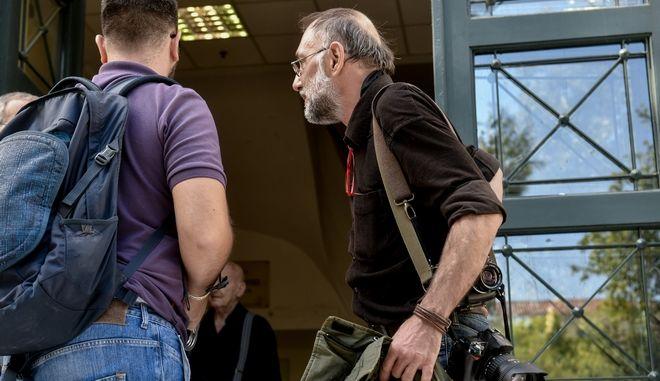 Συνελήφθη τα ξημερώματα από την αστυνομία ο φωτορεπόρτερ Αλέξανδρος Σταματίου
