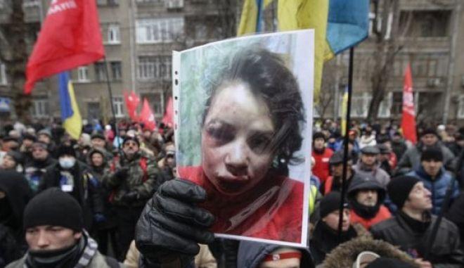 Ουκρανία: Συμβόλαιο θανάτου καταγγέλλει η ξυλοκοπηθείσα δημοσιογράφος
