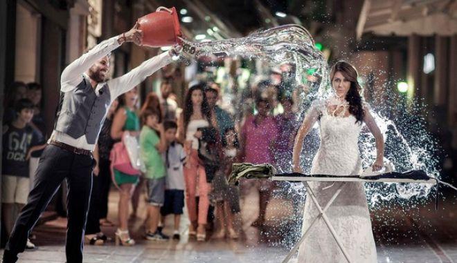 Κρήτη: Μπουγέλωσε τη νύφη στον πεζόδρομο