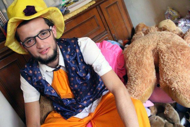Χαλέπι: Σκοτώθηκε σε αεροπορική επιδρομή ο κλόουν που έφερνε χαρά στα παιδιά