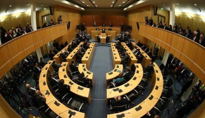 Πυρ ομαδόν από τα κυπριακά κόμματα για το εδαφικό και τη διάσκεψη της Γενεύης