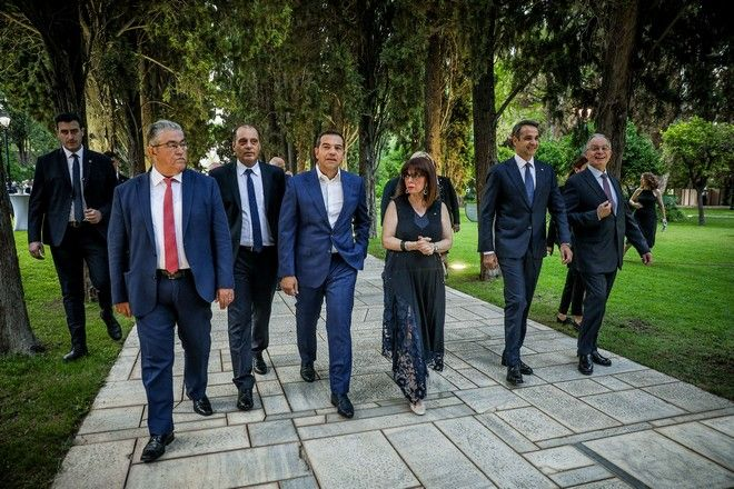Η Πρόεδρος της Δημοκρατίας, Κατερίνα Σακελλαροπούλου, με τους πολιτικούς αρχηγούς