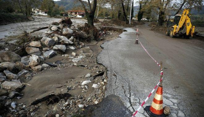 Καταστροφές στο οδικό δίκτυο από τις πλημμύρες που σημειώθηκαν στην Ολυμπιάδα Χαλκιδικής.