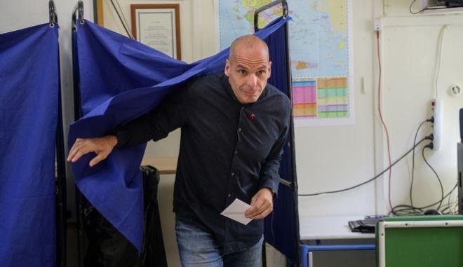 Βαρουφάκης: Η Δημοκρατία ανήκει μόνο σε αυτούς που έχουν το κουράγιο να την υπερασπιστούν