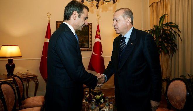 Στιγμιότυπο από την σημερινή συνάντηση του Τούρκου Προέδρου Ρετζέπ Ταγίπ Ερντογάν με τον πρόεδρο της Νέας Δημοκρατίας Κυριάκο Μητσοτάκη,Πέμπτη 7 δεκεμβρίου 2017 (EUROKINISSI/ΓΡ.ΤΥΠΟΥ ΝΔ / ΔΗΜΗΤΡΗΣ ΠΑΠΑΜΗΤΣΟΣ)