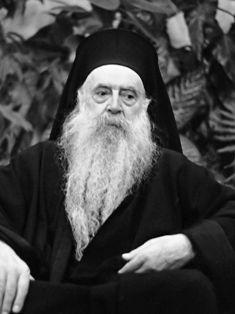 Μηχανή του Χρόνου: Ο Νίκος Καζαντζάκης. Γιατί η εκκλησία ήθελε να τον αφορίσει και ο Καντιώτης, απειλούσε ότι θα εμποδίσει την κηδεία του
