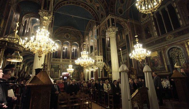 Καρέ από τους Χαιρετισμούς της Θεοτόκου σε εκκλησία