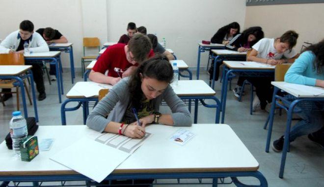 ΤΡΙΚΑΛΑ-21-5-2012- Έναρξη των πανελλαδικών εξετάσεων(EUROKINISSI // ΘΑΝΑΣΗΣ ΚΑΛΙΑΡΑΣ)