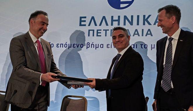 Τελετή υπογραφής της εξαγοράς από τα Ελληνικά Πετρέλαια του υπό ανάπτυξη φωτοβολταϊκού της Juwi Hellas στην Κοζάνη, την Δευτέρα 17 Φεβρουαρίου 2020