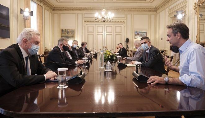 Σύσκεψη υπό τον πρωθυπουργό για τον κορονοϊό