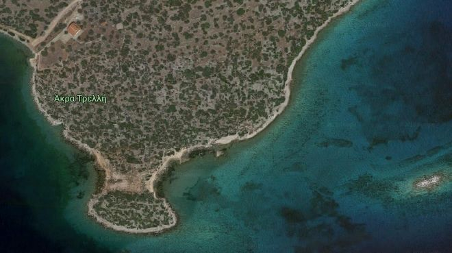 Η άγνωστη γαλάζια λίμνη με τη βυθισμένη πόλη, 1,5 ώρα από την Αθήνα