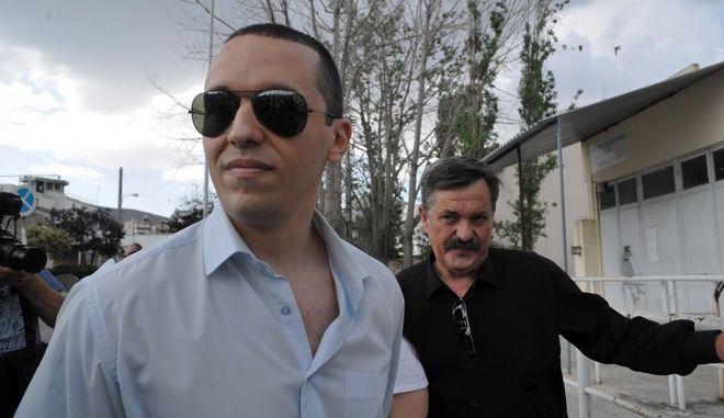 Ο βουλευτής της Χρυσήας Αυγής Ηλίας Κασιδιάρης βγαίνει από τις φυλακές Κορυδαλλού την τετάρτη 1 Ιουλίου 2015. Το Συμβούλιο Εφετών, ένα χρόνο μετα την προφυλάκιση του βουλευτή για το αδίκημα της διακεκριμένης οπλοκατοχής αποφάσισε την αποφυλάκισή του. Οι περιοριστικοί όροι που του επιβλήθηκαν είναι της μη συμμετοχής σε εκδηλώσεις της Χρυσής Αυγής σε όλη την επικράτεια πλην του ελληνικού κοινοβουλίου, της εμφάνισης δυο φορές το μήνα στο ΑΤ της περιοχής του και απαγόρευσης εξόδου απο τη χώρα. (EUROKINISSI/ΤΑΤΙΑΝΑ ΜΠΟΛΑΡΗ)