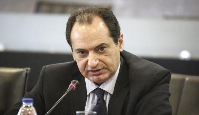 Δηλώσεις του υπουργού Δημόσιας Τάξης Νίκου Τόσκα και του υπουργού Μεταφορών Χρήστου Σπίρτζη την Παρασκευή 15 Δεκεμβρίου 2017, για το κύκλωμα ανταλλακτικών στον ΟΣΕ με εμπλοκή 8 υπαλλήλων και μίζες χιλιάδων ευρώ. Συγκεκριμένα, οι υπάλληλοι κατηγορούνται για απευθείας αναθέσεις διαγωνισμών πώλησης σκραπ του ΟΣΕ σε τρία κυκλώματα Ρομά, τα οποία είχαν κοινό διευθυντήριο. Μέχρι στιγμής για την υπόθεση διαφθοράς στον ΟΣΕ έχουν συλληφθεί από τη Διεύθυνση Οικονομικής Αστυνομίας οκτώ υπάλληλοι του Οργανισμού και 11 Ρομά. (EUROKINISSI/ΣΩΤΗΡΗΣ ΔΗΜΗΤΡΟΠΟΥΛΟΣ)