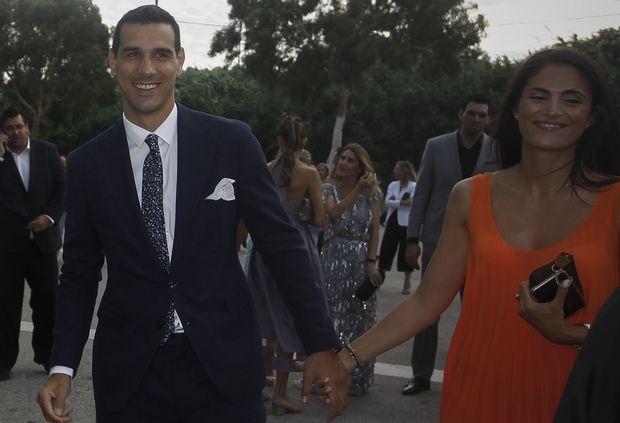 Ο Νίκος Ζήσης στον γάμο του μπασκετμπολίστα Γιώργου Πρίντεζη