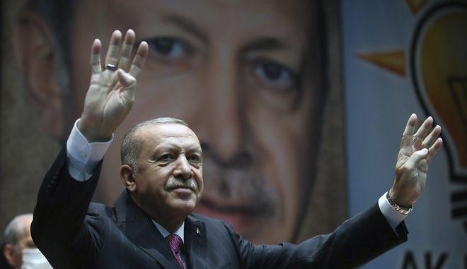 Ο Ρετζέπ Ταγίπ Ερντογάν σε συγκέντρωση στην Άγκυρα τον Αύγουστο του 2020