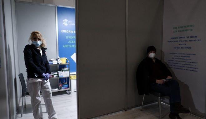 """Εμβολιασμοί στο MEGA εμβολιαστικό κέντρο """"ΠΡΟΜΗΘΕΑΣ"""" στο Μαρούσι."""