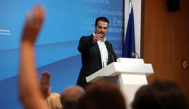 Ενημερώση των πολιτικών συντακτών από τον κυβερνητικό εκπρόσωπο Γαβριήλ Σακελλαρίδη την Πέμπτη 12 Μαΐου 2015. (EUROKINISSI/ΑΛΕΞΑΝΔΡΟΣ ΖΩΝΤΑΝΟΣ)