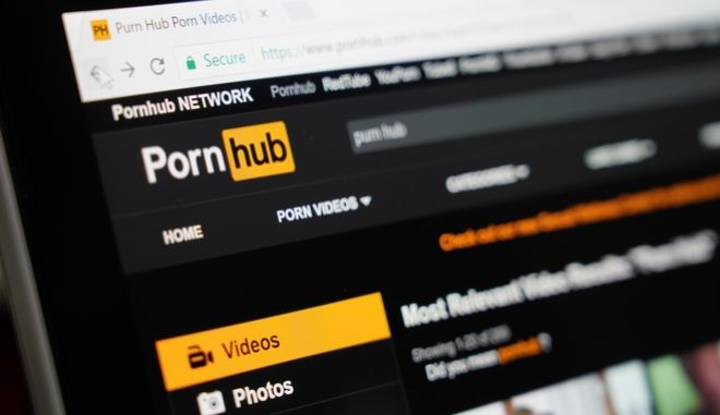 Το Μουσείο του Λούβρου μηνύει το Pornhub