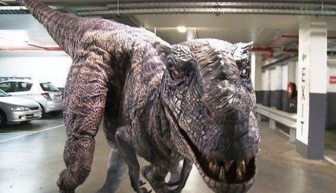 Φάρσα για έμφραγμα: Τι θα έκανες αν έβλεπες έναν δεινόσαυρο στο πάρκινγκ;
