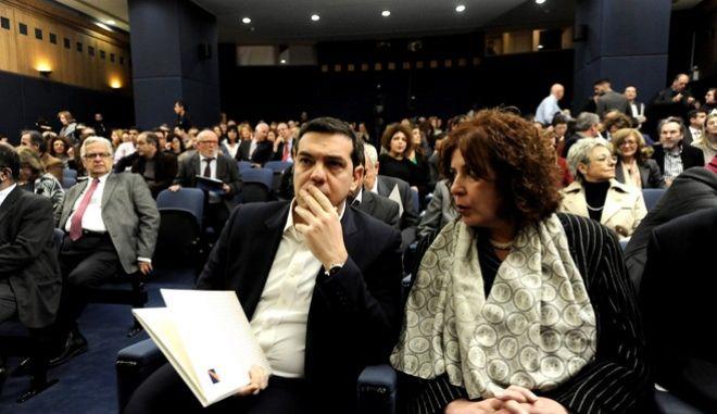 """Ομιλία του Πρωθυπουργού, Αλέξη σίπρα στην διημερίδα του Εθνικού Κέντρου Δημόσιας Διοίκησης και Αυτοδιοίκησης (ΕΚΔΔΑ) που διοργανώθηκε για τα 30 χρόνια λειτουργίας του με τίτλο """"Δημόσια Διοίκηση, Δημοκρατική Διακυβέρνηση και Κοινωνική Αλληλεγγύη"""", στο αμφιθέατρο του ΕΚΔΔΑ, την Πέμπτη 14 Ιανουαρίου 2016. (EUROKINISSI/ΤΑΤΙΑΝΑ ΜΠΟΛΑΡΗ)"""
