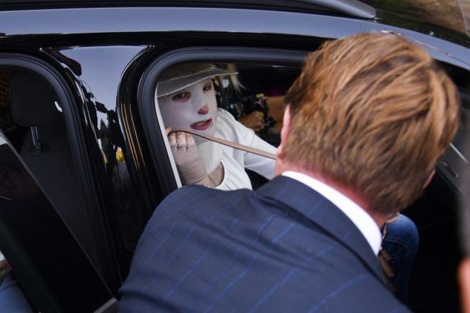 Η Ιωάννα Παλιοσπύρου φτάνει στο δικαστήριο.