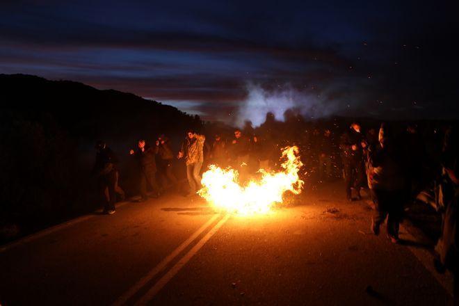 Επεισόδια μεταξύ ΜΑΤ και κατοίκων στη Λέσβο