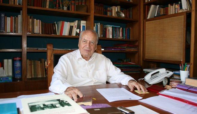 Ο καθηγητής Παναγιώτης Σακελλαρόπουλος αφήνει πίσω του σπουδαίο έργο και παρακαταθήκη