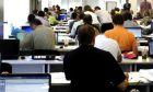 Φτωχό κράτος, πλουσιότεροι δημόσιοι υπάλληλοι