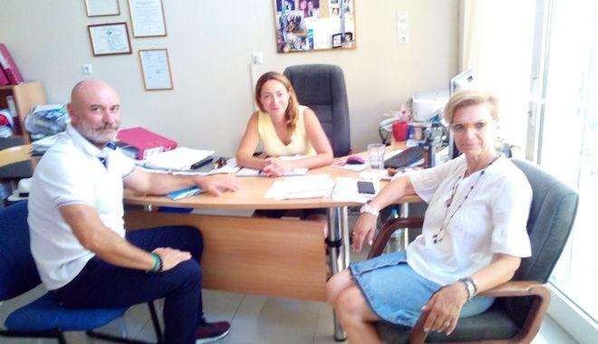 Δημήτρης Μπαλής, Κωνσταντίνα Σβύνου, Μάρω Τριανταφυλλοπούλου, αντιπρόεδρος Ξενοδόχων Κω και ιδιοκτήτρια του ομώνυμου οινοποιείου.