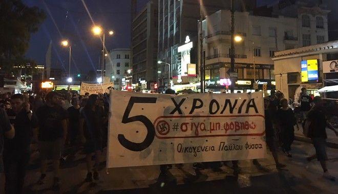 Πορείες για τον Παύλο Φύσσα: Μολότοφ σε Αθήνα και Θεσσαλονίκη - Σοβαρός τραυματισμός νεαρής γυναίκας στο Αγρίνιο
